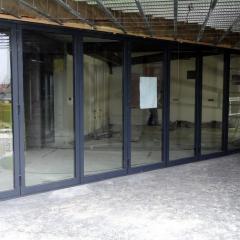 Porte repliable aluminium réalisé par Menuisal à Anstaing prés de Lille