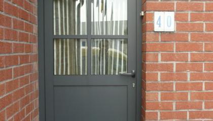 Porte d'entrée aluminium à Hellemmes, villeneuve d'ascq, Ronchin et Roncq prés de Lille réalisés par Menuisal